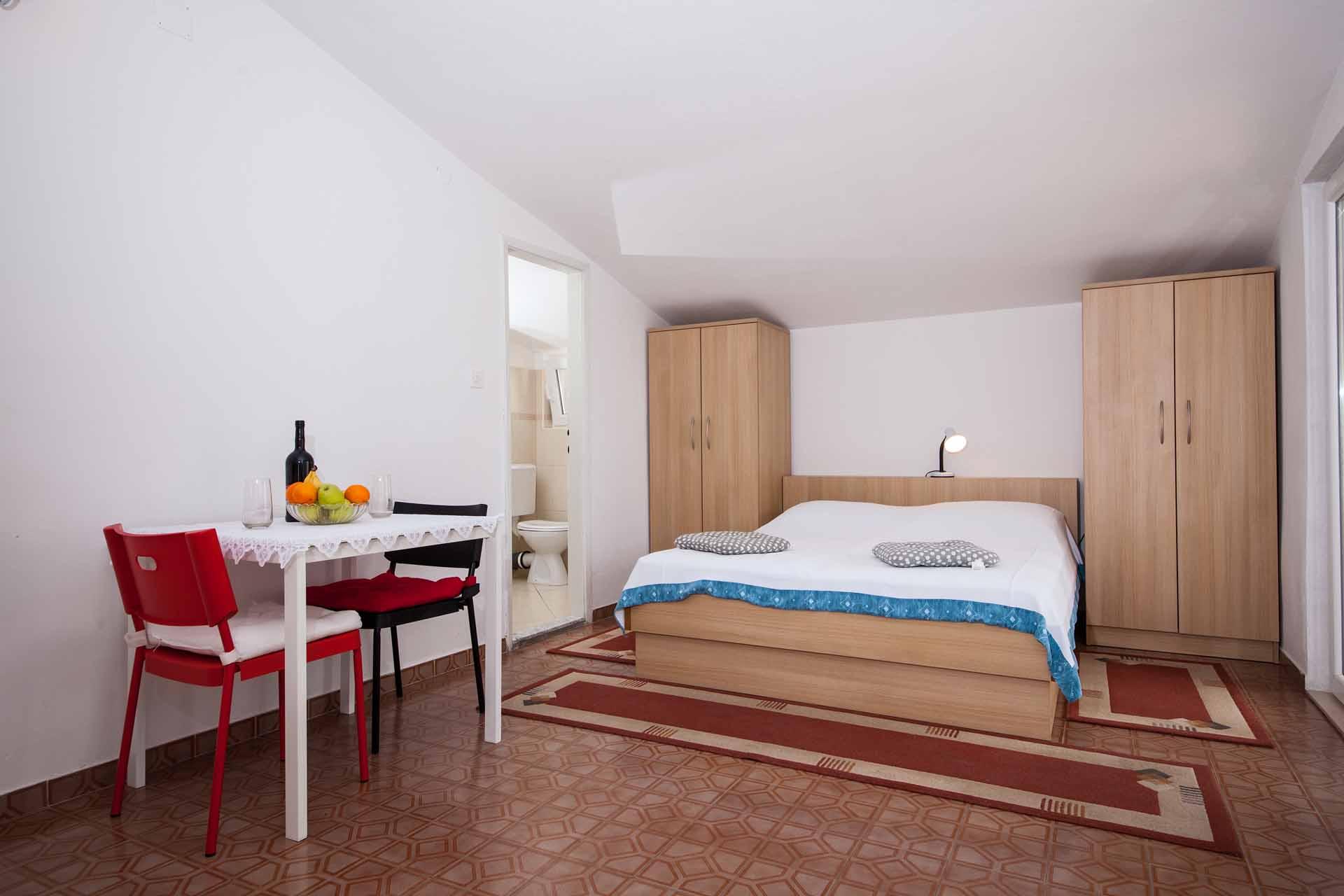 ferienwohnung makarska f r 2 personen appartement lenka a3. Black Bedroom Furniture Sets. Home Design Ideas