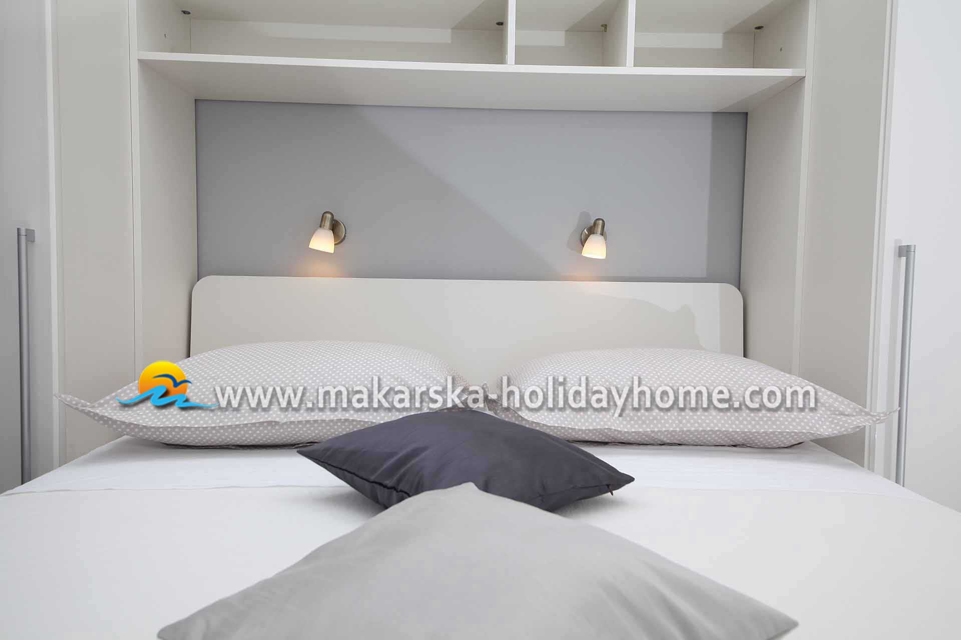 BEACH ROOMS in PROMAJNA for rent │ ROOM KARLA S4