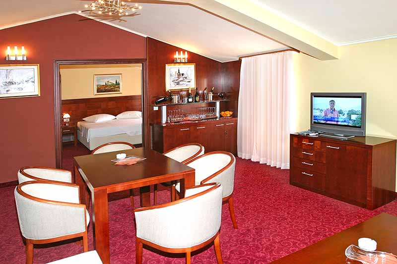 villa riva chat rooms Call or us or live chat 1-888-796-3976 live chat suites restaurants & bars amenities  this suite is a combination of three connecting rooms in one.