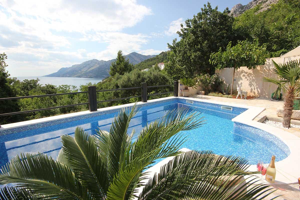 Ferienhaus brela mit pool und hund villa kristi for Kroatien villa mit pool