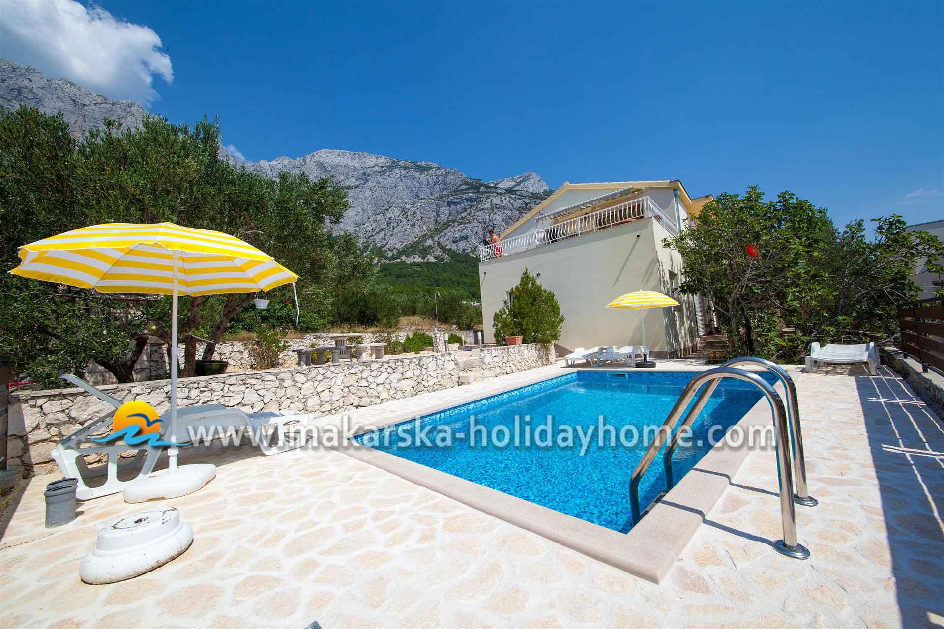 ferienhaus kroatien mit pool und hund makarska ferienhaus leon. Black Bedroom Furniture Sets. Home Design Ideas