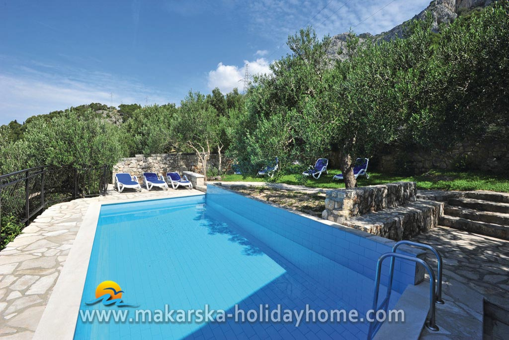 kroatien urlaub haus mit pool makarska villa mlinice. Black Bedroom Furniture Sets. Home Design Ideas