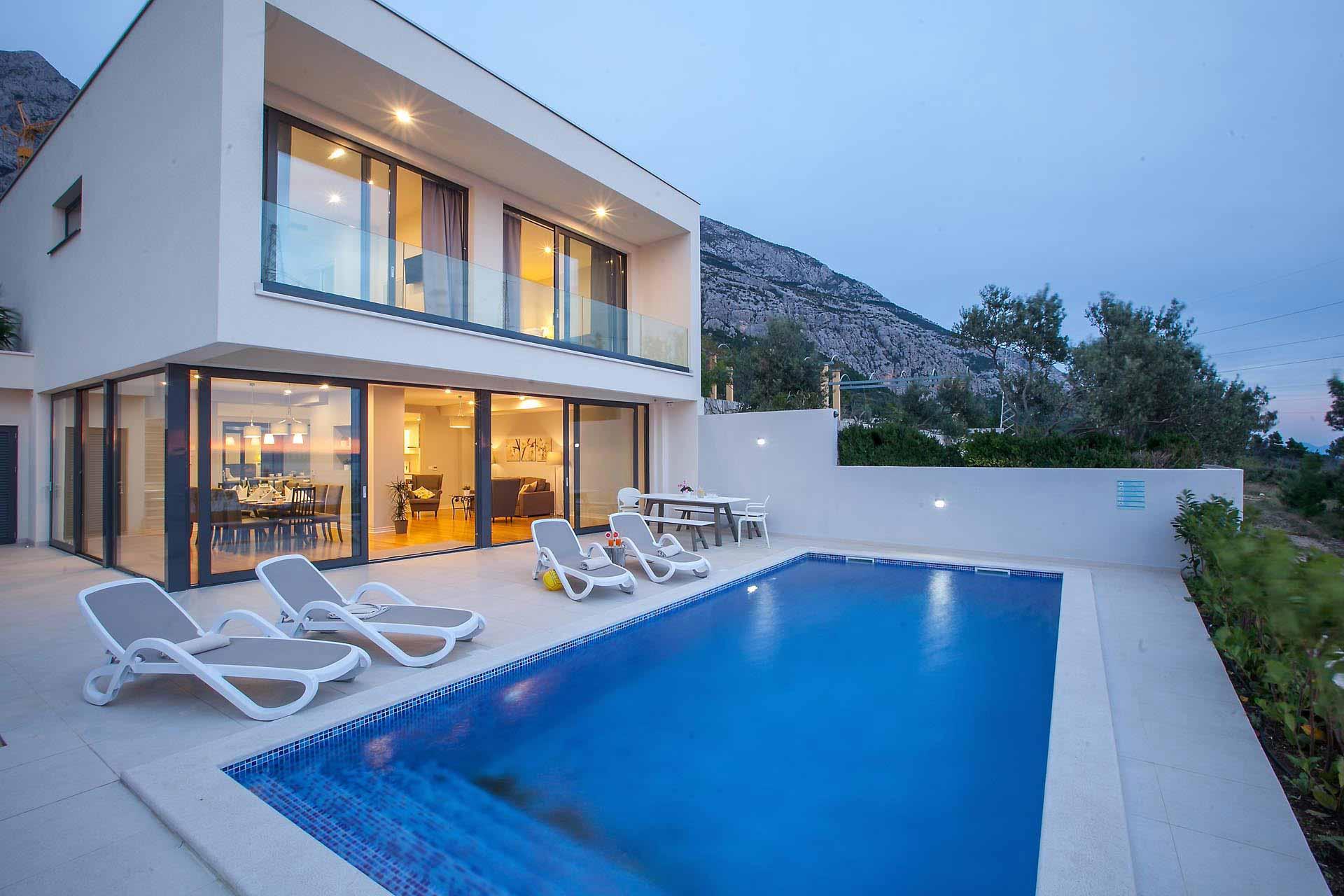 Hyra hus i kroatien med pool makarska lyxhus ivan for Kroatien villa mit pool