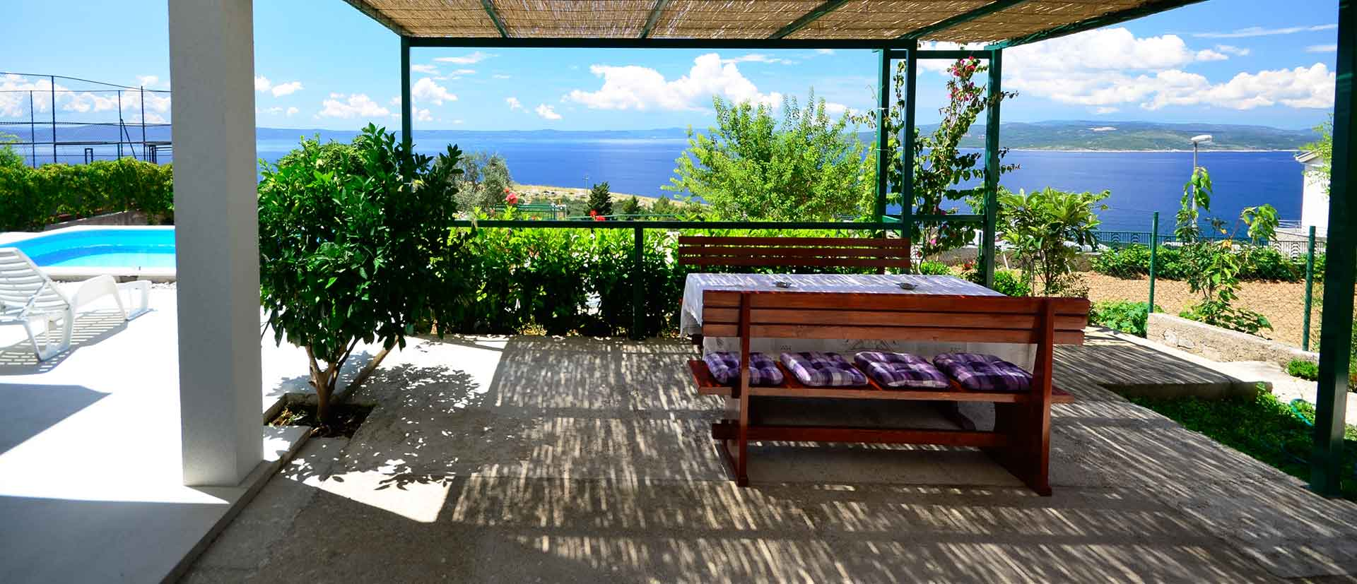 ferienhaus makarska mit pool ferienhaus kuk. Black Bedroom Furniture Sets. Home Design Ideas