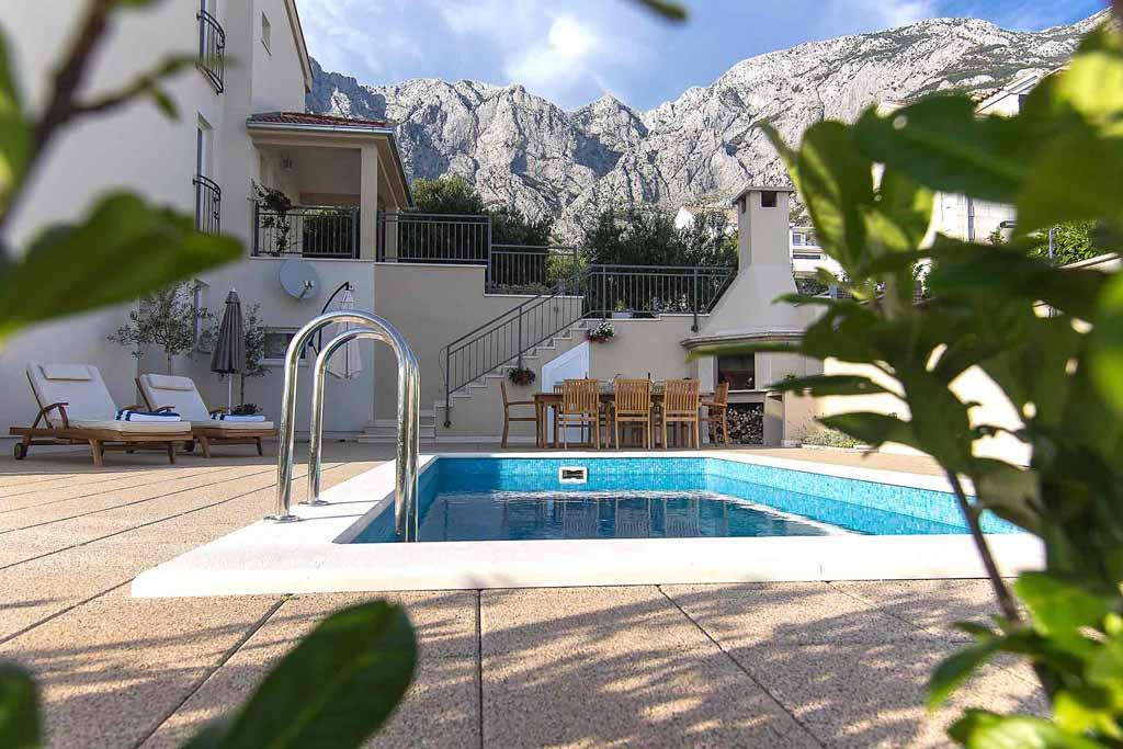 Makarska kroatien ferienhaus mit privatem pool villa senia for Kroatien villa mit pool