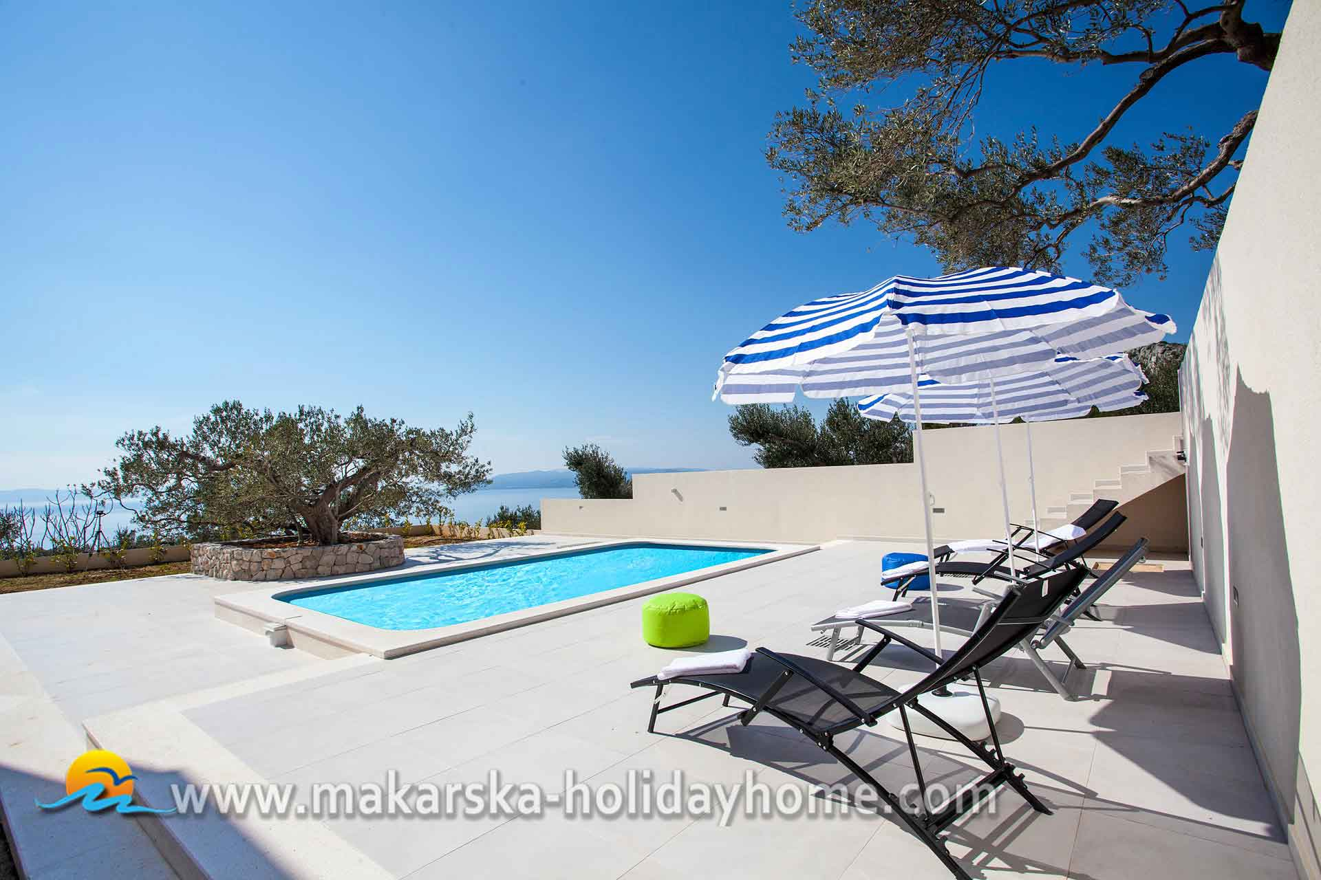 Croatia holiday villa with pool makarska villa silva for Kroatien villa mit pool